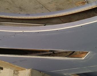 空调岀风回风口加固,再封上石膏板